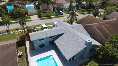 Lauderhill Single Family Home For Sale: 7411 NW 37th St