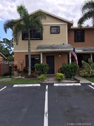 Pembroke Pines Condo/Townhouse For Sale: 10348 NW 3rd St