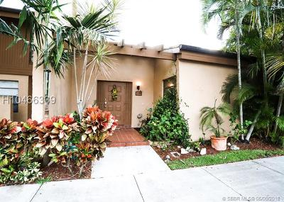 Pembroke Pines Condo/Townhouse For Sale: 1280 NW 98th Ter #152