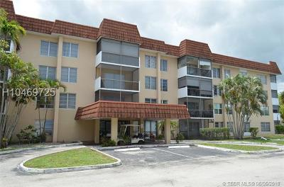 Lauderhill Condo/Townhouse For Sale: 4152 Inverrary Dr #308