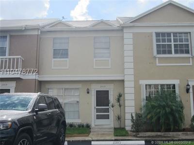 Cooper City Condo/Townhouse For Sale: 2905 Dorchester Ln #26-D