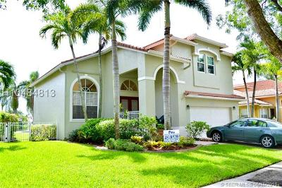 Pembroke Pines Single Family Home For Sale: 1041 NW 185th Ave