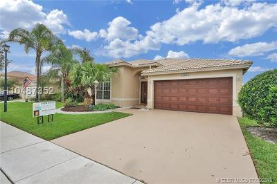 Pembroke Pines Single Family Home For Sale: 1672 NW 144th Way