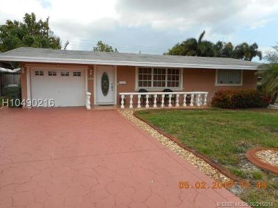 Pembroke Pines Single Family Home For Sale: 8431 NW 16th St