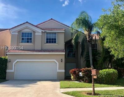 Weston Single Family Home For Sale: 322 Lake Crest Ct