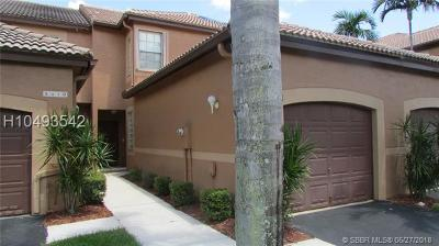 Weston FL Condo/Townhouse For Sale: $304,900