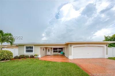 Pembroke Pines Single Family Home For Sale: 9050 NW 18th Ct