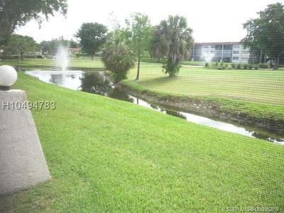 Pembroke Pines Condo/Townhouse For Sale: 700 S Hollybrook Dr #101