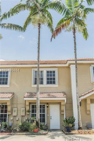 Pembroke Pines Condo/Townhouse For Sale: 12203 SW 7th St #12203