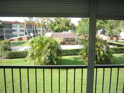 Pembroke Pines Condo/Townhouse For Sale: 9410 N Hollybrook Lake Dr #203