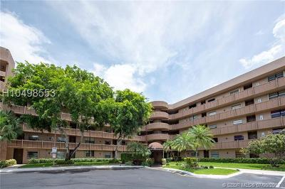 Pembroke Pines Condo/Townhouse For Sale: 1001 Colony Point Cir #423