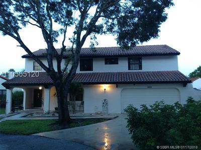 Hollywood Single Family Home For Sale: 2820 Azalea Dr