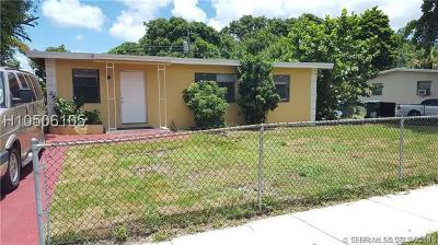 Lauderhill Single Family Home For Sale: 3521 NW 2nd St