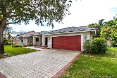 Pembroke Pines Single Family Home For Sale: 10260 SW 15th St