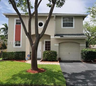 Pembroke Pines Single Family Home For Sale: 11700 NW 12th St