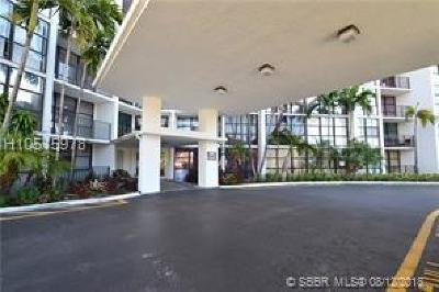 Hallandale Condo/Townhouse For Sale: 800 E Parkview Dr #201