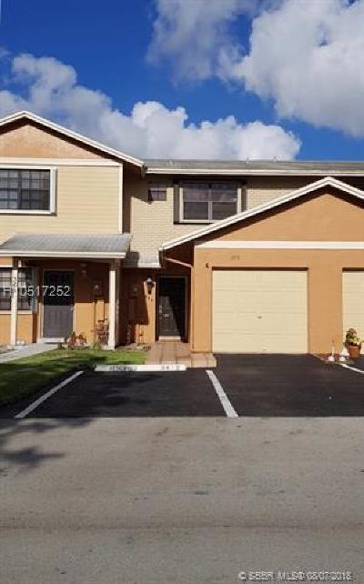 Pembroke Pines Condo/Townhouse For Sale: 359 NW 103rd Terrace