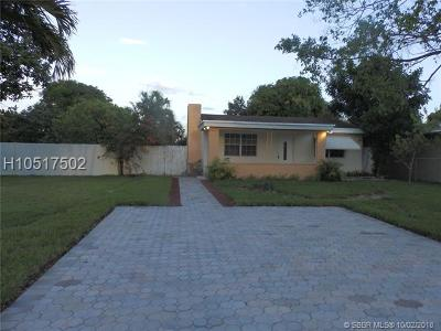 Pembroke Pines Single Family Home For Sale: 321 SW 68th Ave