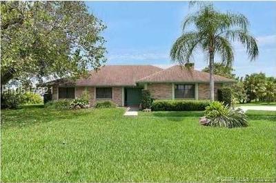 Davie Single Family Home For Sale: 11917 Acorn Dr