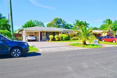 Miramar Single Family Home For Sale: 7531 Juniper St