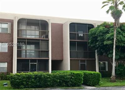 Davie Condo/Townhouse For Sale: 7100 Nova Dr #203A