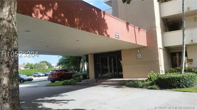Pembroke Pines Condo/Townhouse For Sale: 8900 Washington Blvd #402