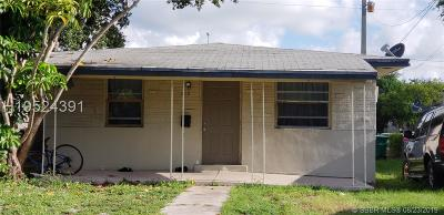 Dania Beach Multi Family Home For Sale: 210 SW 2nd Ter