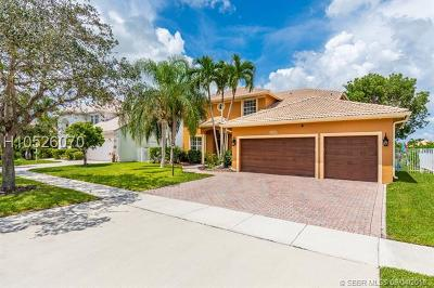 Pembroke Pines Single Family Home For Sale: 16555 Mariposa Cir N
