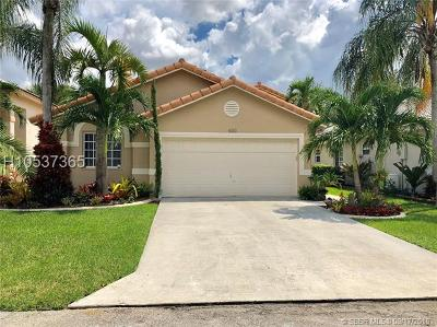 Pembroke Pines Single Family Home For Sale: 631 SW 176 Ave