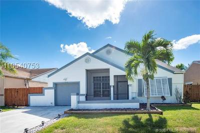 Pembroke Pines Single Family Home For Sale: 1110 SW 85th Ave