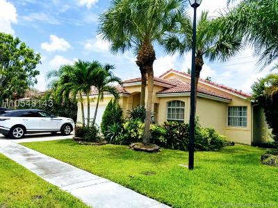 Weston Single Family Home For Sale: 48 Gables Blvd
