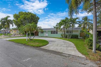 Pembroke Pines Single Family Home For Sale: 8461 NW 14th St