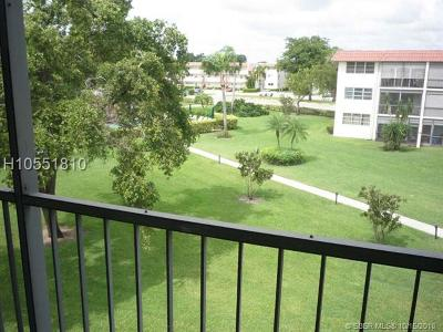 Pembroke Pines Condo/Townhouse For Sale: 9523 S Hollybrook Lake Dr #304