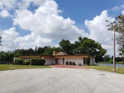 Tamarac Single Family Home For Sale: 4500 Cavendish Cir