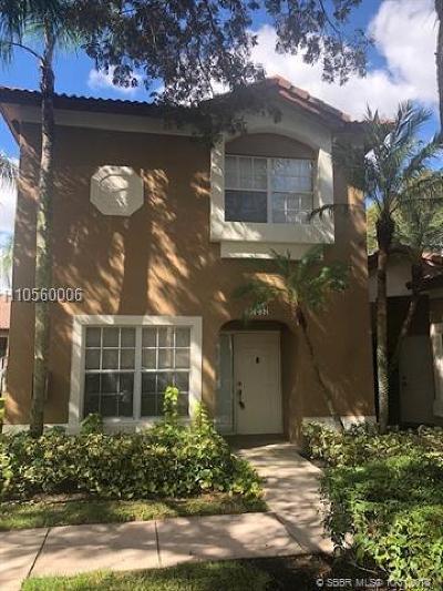 Weston Condo/Townhouse For Sale: 16237 Emerald Cove Rd