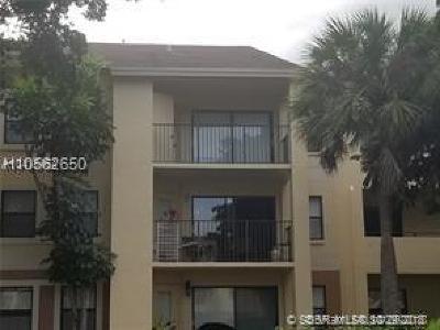 Sunrise Condo/Townhouse For Sale: 9999 Summerbreeze Dr #422