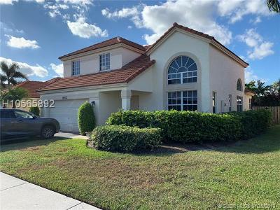 Davie Single Family Home For Sale: 8972 Lake Park Cir