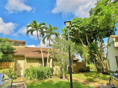 Davie Condo/Townhouse For Sale: 8181 SW 24th St #1