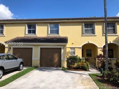Pembroke Pines Condo/Townhouse For Sale: 145 SW 168 Terr