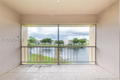 Tamarac Condo/Townhouse For Sale: 5961 NW 61st Ave #302