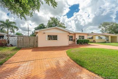 Pembroke Pines Single Family Home For Sale: 7010 SW 10th St