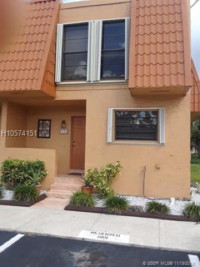 Pembroke Pines Condo/Townhouse For Sale: 9101 Limetree Ln #172