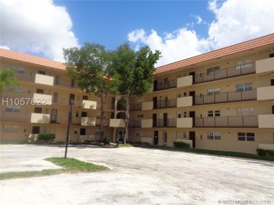 Lauderhill Condo/Townhouse For Sale: 6101 N Falls Circle Dr #405