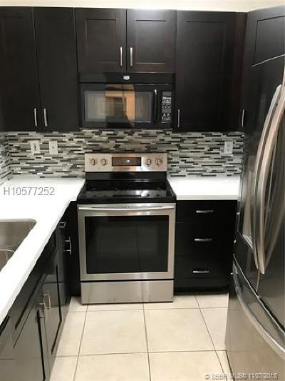 Pembroke Pines Condo/Townhouse For Sale: 826 NW 135th Ter
