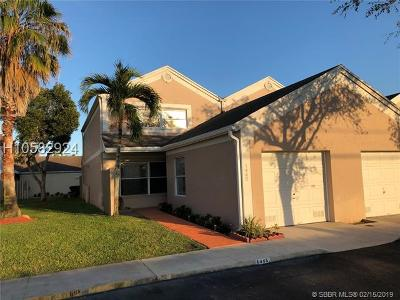 Pembroke Pines Condo/Townhouse For Sale: 1445 NW 124th Ave #1445