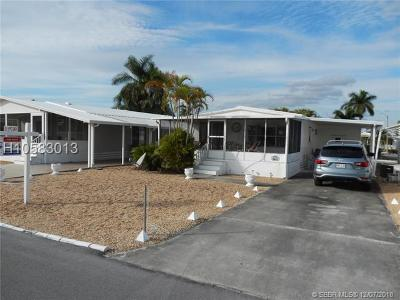 Dania Beach Single Family Home For Sale: 2851 W Marina Dr