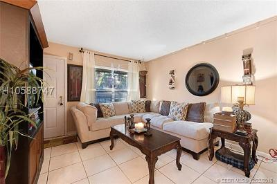 Pembroke Pines Condo/Townhouse For Sale: 10017 NW 4th St #202