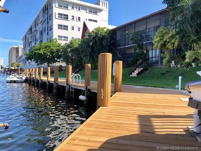 Fort Lauderdale FL Condo/Townhouse Active With Contract: $184,750