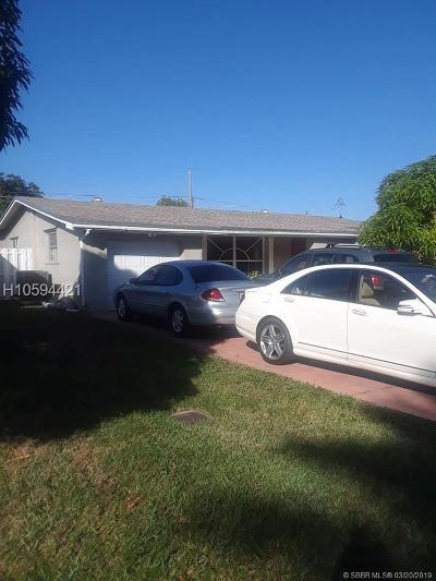 Miramar Single Family Home For Sale: 3000 Dolphin Dr