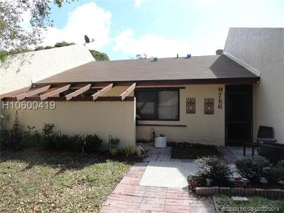 Pembroke Pines Condo/Townhouse For Sale: 9766 NW 16th Ct #9766
